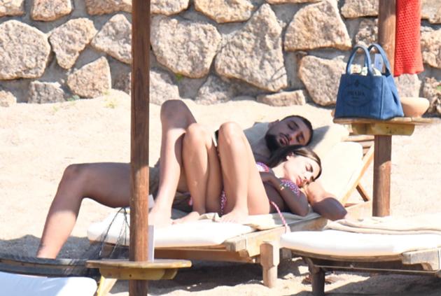 Donnarumma cosies up with girlfriend Alessia Elefante - Bóng Đá