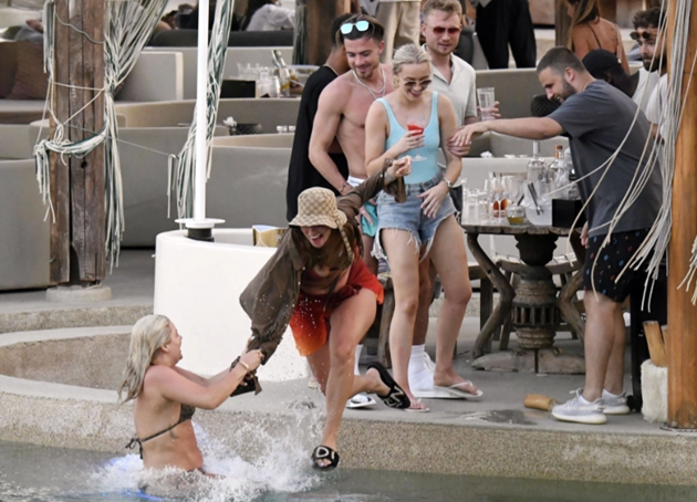 Luke Shaw and Jack Grealish relax by pool at exclusive Mykonos - Bóng Đá