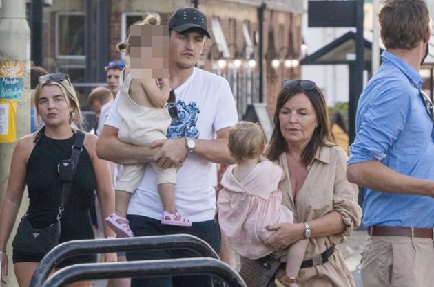 Harry Maguire enjoys Devon staycation with fiancee Fern Hawkins and kids - Bóng Đá