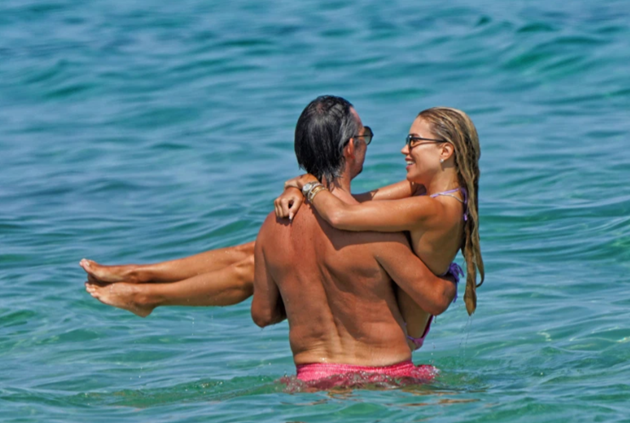 Van der Vaart's supermodel ex Sylvie Meis shows off her incredible bikini - Bóng Đá