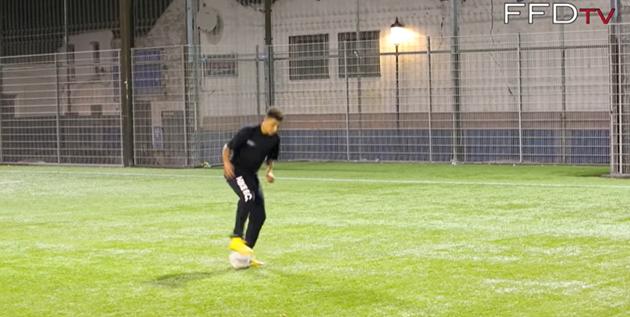 Watch new Man Utd signing Jadon Sancho showcase silky skills at just 14 leaving opponents bamboozled - Bóng Đá
