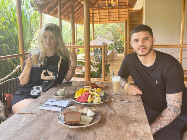 Wanda Icardi sizzles in tiny one-piece by pool as PSG star Mauro's wife sends fans wild on Instagram with sexy snaps - Bóng Đá