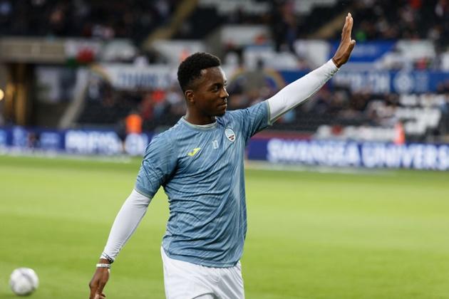 Ethan Laird makes Swansea City debut - Bóng Đá