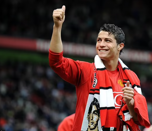 Manchester United release first photos of Cristiano Ronaldo in new home shirt - Bóng Đá