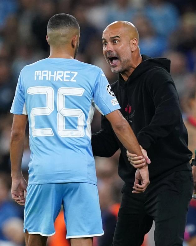 Watch Pep Guardiola go absolutely ballistic at Riyad Mahrez - Bóng Đá