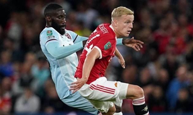 Donny van de Beek: Manchester United fans demand more after West Ham defeat - Bóng Đá