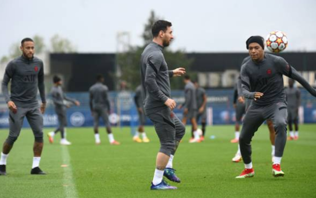 Lionel Messi shakes off knee injury as he returns to PSG training - Bóng Đá