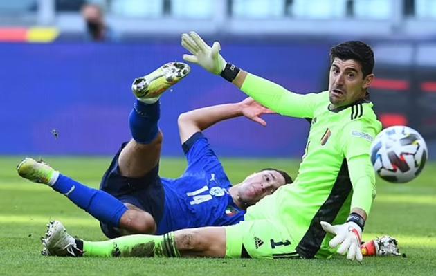 Rafael van der Vaart takes aim at Thibaut Courtois's 'silly' criticism of football's busy calendar - Bóng Đá