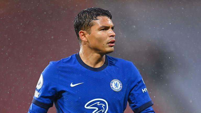Mạo hiểm với trường hợp của Thiago Silva, Chelsea sẽ phải 'trả giá' đắt - Bóng Đá