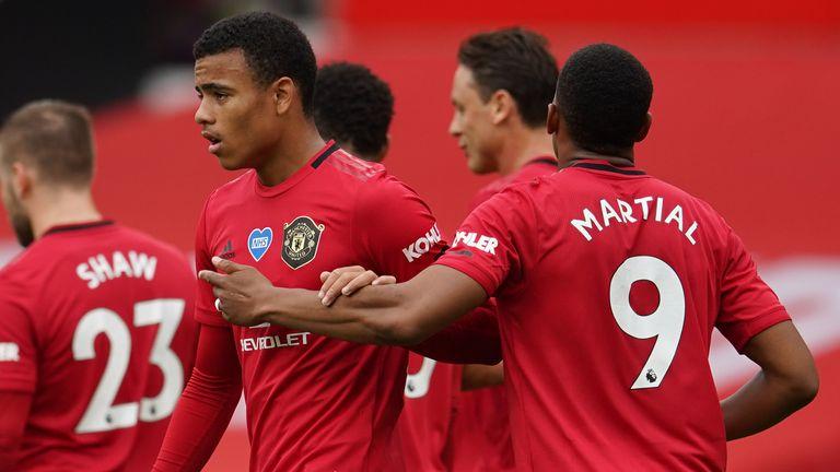 Gary Neville claims Manchester United have a 'far better' chance of winning the title under Ole Gunnar Solskjaer - Bóng Đá