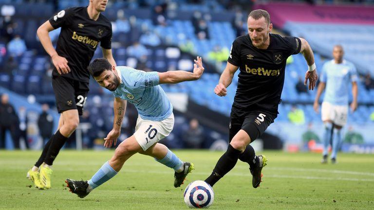 Pep ra tuyên bố cho Aguero về một suất đá cho Man City lúc này - Bóng Đá