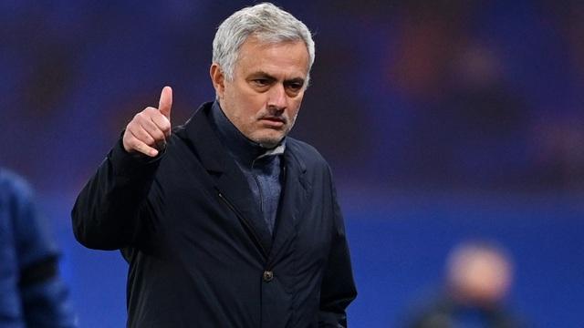 Hơn 12 năm không có danh hiệu, Mourinho vẫn nói cứng về chủ tịch đội nhà - Bóng Đá