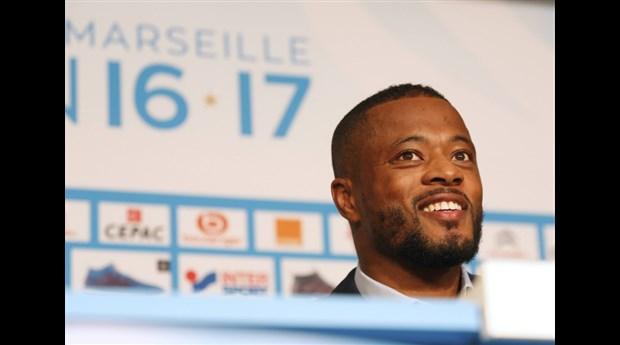Chùm ảnh: Patrice Evra rạng rỡ ra mắt Marseille - Bóng Đá