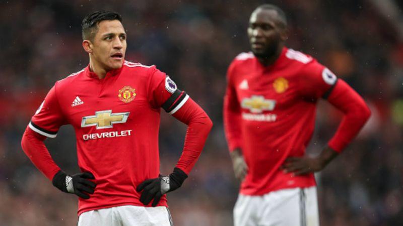Neville muốn dùng Sanchez để khích tướng Lukaku - Bóng Đá