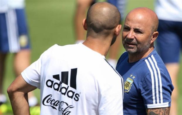 Mặc Messi, Sampaoli giành lại quyền chỉ đạo trên sân tập của Argentina - Bóng Đá