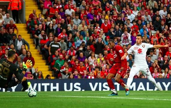 Wijnaldum lần đầu nói về việc muốn trốn chạy khỏi Liverpool - Bóng Đá