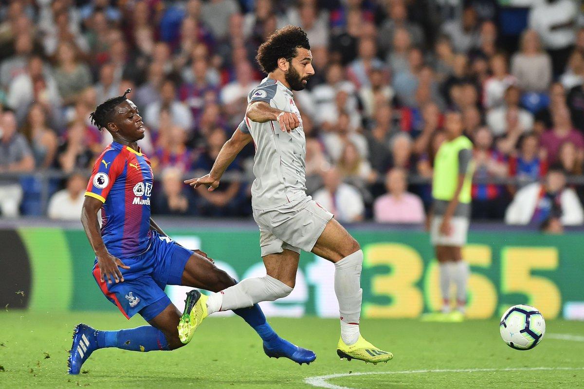 Chơi xấu Salah, sao Crystal Palace đi vào lịch sử - Bóng Đá