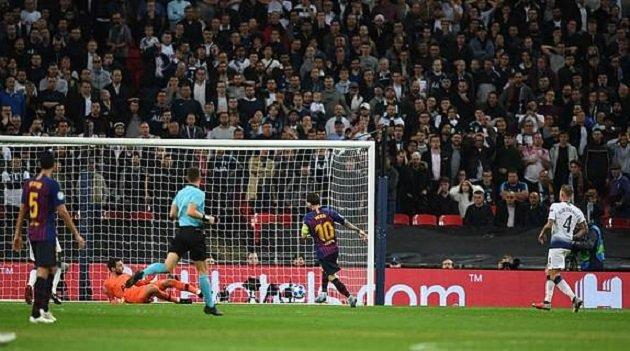 Hủy diệt Tottenham, Messi cho thấy Premier League cũng thường thôi - Bóng Đá