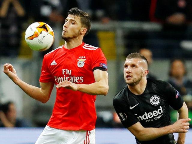 Liên tục bị từ chối, Man Utd sang Benfica tìm trung vệ - Bóng Đá