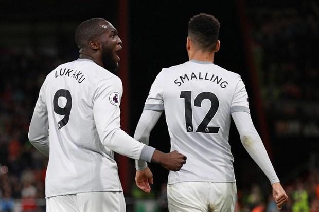 Lukaku - Smalling cứ ghi bàn và kiến tạo, CĐV Man Utd nói gì? - Bóng Đá