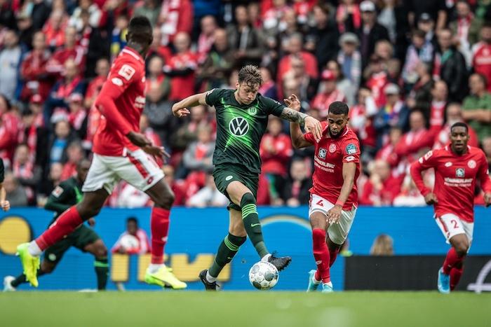 Wout Weghorst: Gã khổng lồ ngạo nghễ ở Bundesliga - Bóng Đá