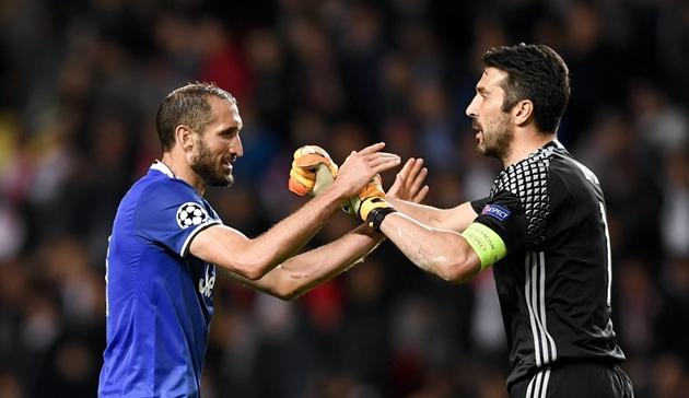 CHÍNH THỨC: Juventus gia hạn hợp đồng với Chiellini và Buffon - Bóng Đá