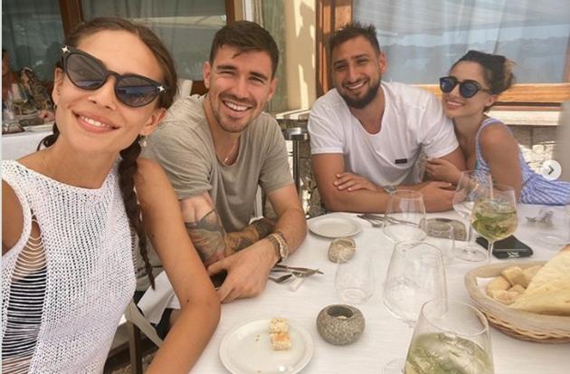 Dàn sao Serie A rủ nhau đi biển - Bóng Đá