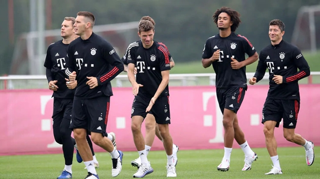 Bayern Munich tập luyện, nhà vô địch World Cup khoe mái tóc cực lạ - Bóng Đá