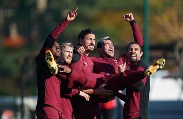 Lác mắt với hình ảnh dàn sao AC Milan