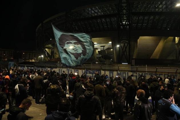 Napoli đổi tên sân San Paolo => Maradona - Bóng Đá