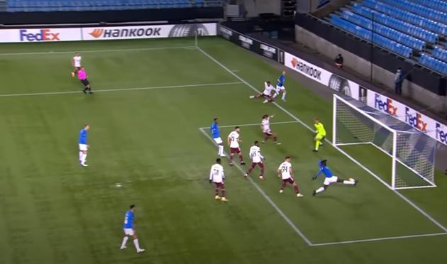 Cầu thủ Molde bỏ lỡ cơ hội phút 15 - Bóng Đá