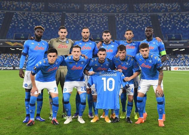 Đêm qua, Diego Maradona đã trở về với Napoli - Bóng Đá