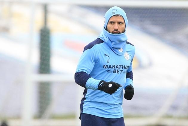 Sergio Aguero is not involved but Kevin De Bruyne and Kyle Walker return as Manchester City host Burnley at the Etihad Stadium - Bóng Đá