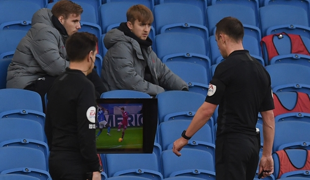 Welbeck said it wasn't a penalty – Henderson says VAR robbed Liverpool of victory - Bóng Đá