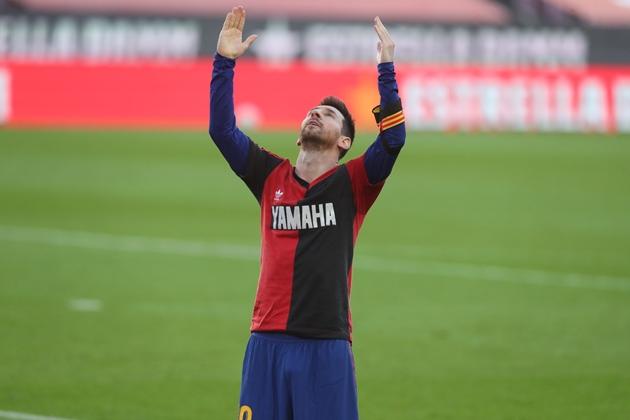 Messi bị phạt 600 euro vì tri ân Maradona - Bóng Đá