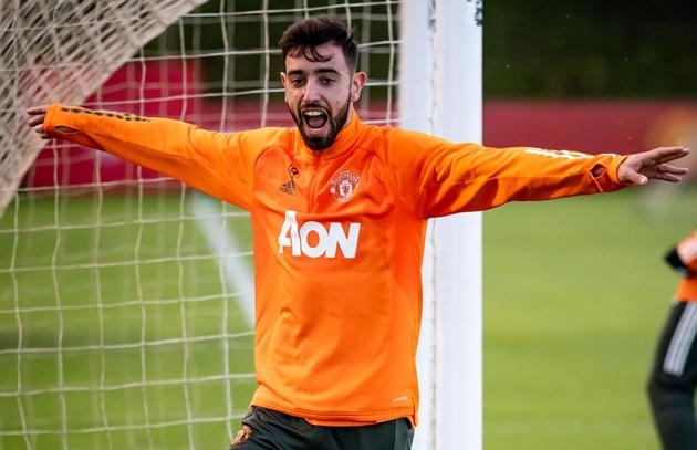 Andy Cole warns Man United about Bruno Fernandes having his 'head turned' - Bóng Đá