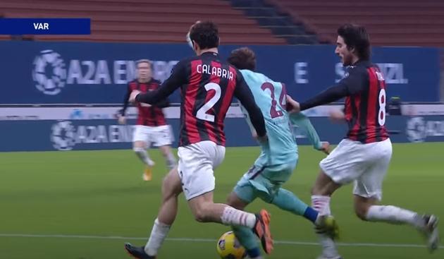 SỐC! Thua đau Milan, Chủ tịch đối thủ trả đũa bằng chiêu độc - Bóng Đá