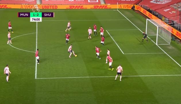 Solskjaer chết lặng khi chứng kiến sai lầm của hàng thủ Man Utd - Bóng Đá