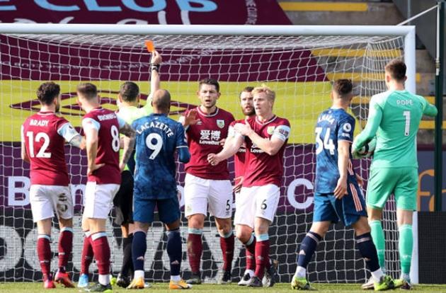 TRỰC TIẾP Burnley 1-1 Arsenal (H2): Không penalty cho Arsenal - Bóng Đá