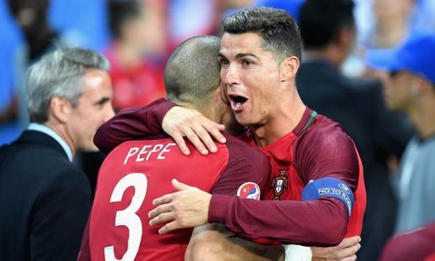Pepe khuyên Ronaldo về Bồ Đào Nha chơi bóng - Bóng Đá