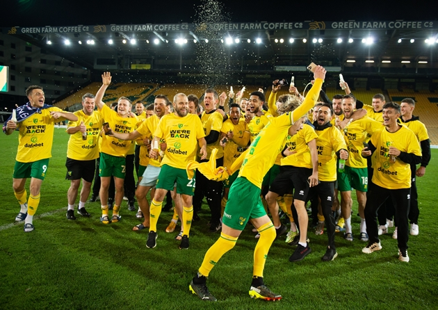 Norwich ăn mừng - Bóng Đá