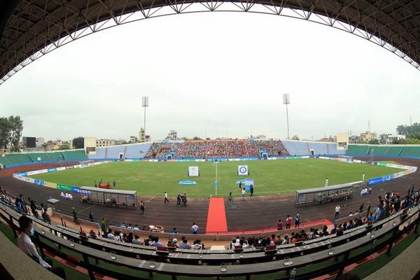 V-League có thể đá tập trung; Người Hàn tự hào vì thầy Park - Bóng Đá