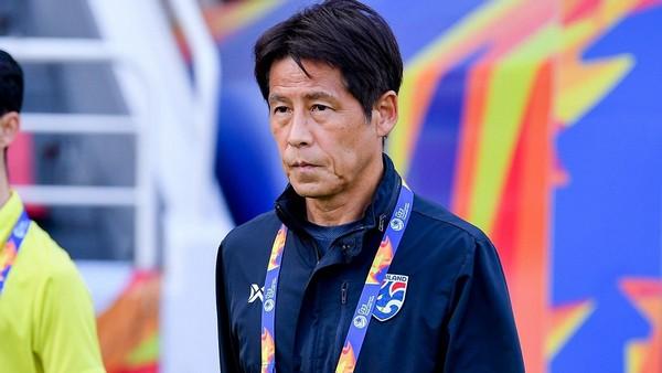 Cựu HLV Thái Lan phẫn nộ với HLV Nishino; AFC ngợi khen Tiến Linh - Bóng Đá