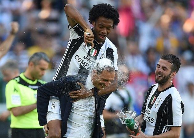 Cầu thủ Juventus bật khóc sau khi nghe tin Allegri ra đi - Bóng Đá