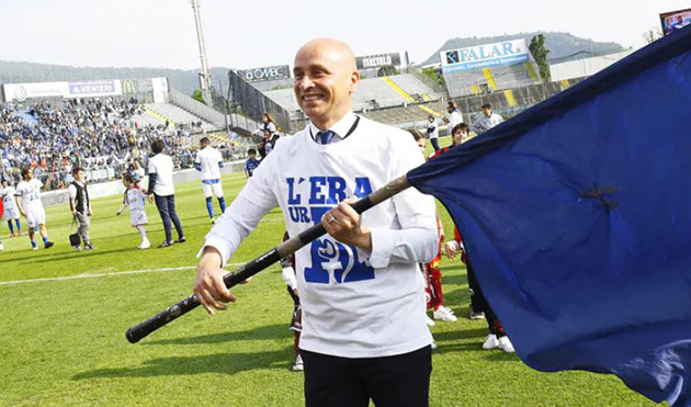 Ảnh: Brescia sửa sân trước ngày Serie A khởi tranh - Bóng Đá