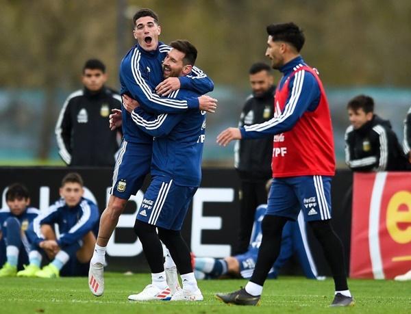 Messi nhớ Ronaldo - Bóng Đá