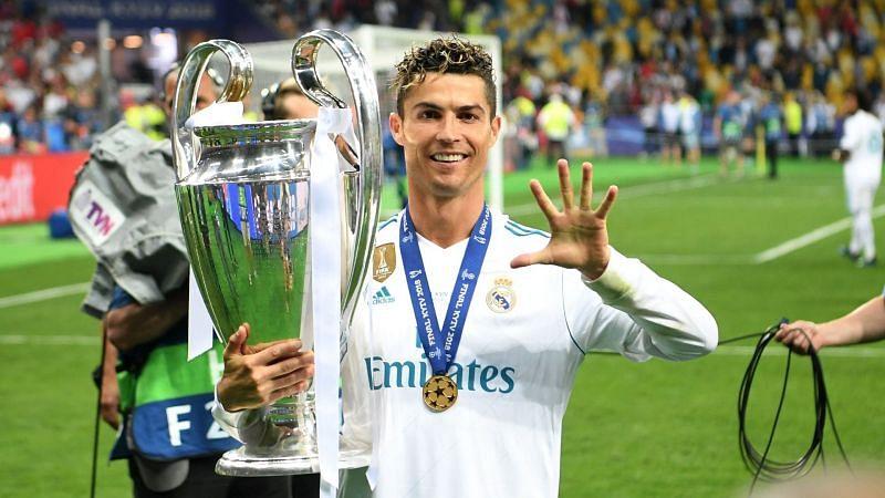 Emmanuel Adebayor: Ronaldo là cầu thủ 200 năm mới có 1 lần - Bóng Đá