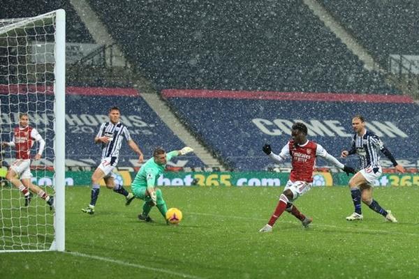 "5 điểm nhấn West Brom 0-4 Arsenal: ""Wenger-ball"" hồi sinh; Kieran Tierney vượt mặt Andrew Robertson ✅"