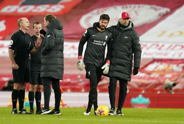Burnley penalty: 'I didn't touch him!' – Liverpool keeper Alisson angry after Ashley Barnes 'dive' - Bóng Đá