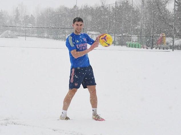 Kieran Tierney tập luyện dưới tuyết - Bóng Đá